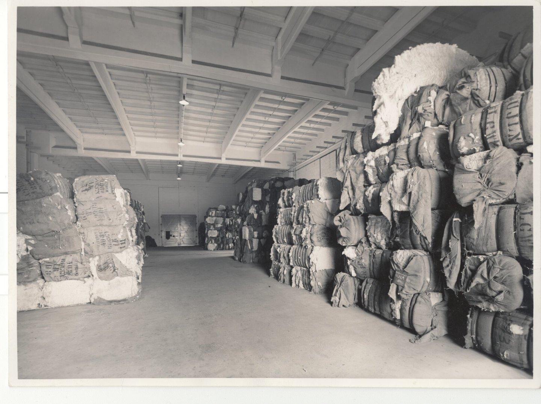Binnenzicht van balenmagazijn textielfabriek Cotonnière Braun in Gent