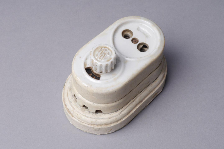 Draaischakelaar en stopcontact voor opbouw