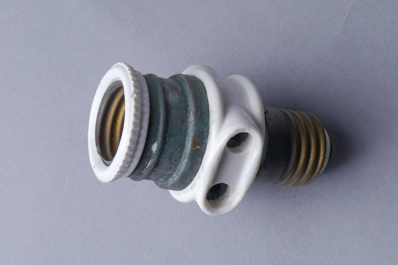 Adaptiestuk met 1 lamphouder en 2 stopcontacten