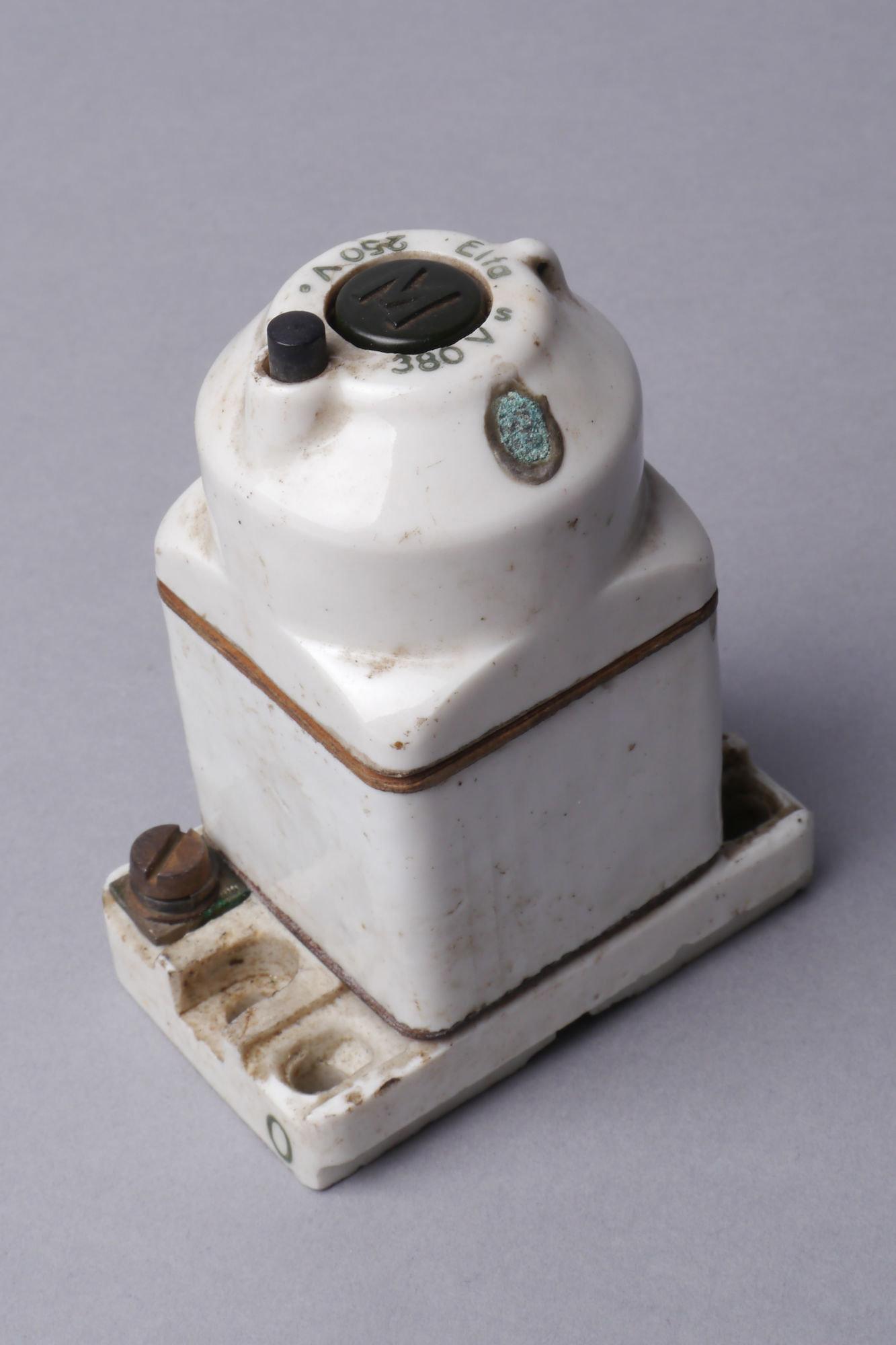 Tweepolige installatieautomaat of zekeringautomaat van het merk Elfa