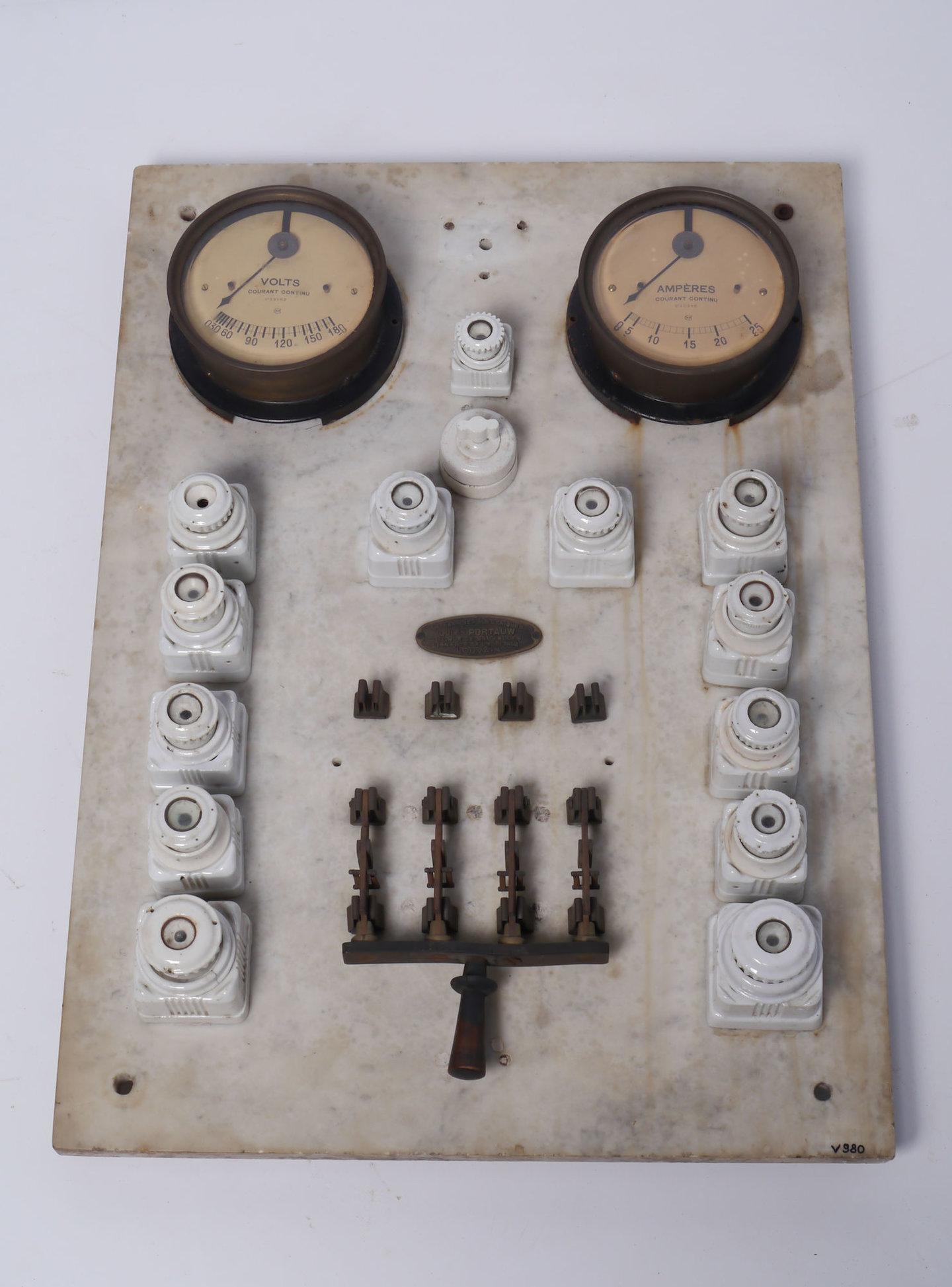 Uitgebreid schakelbord voor elektrische installatie