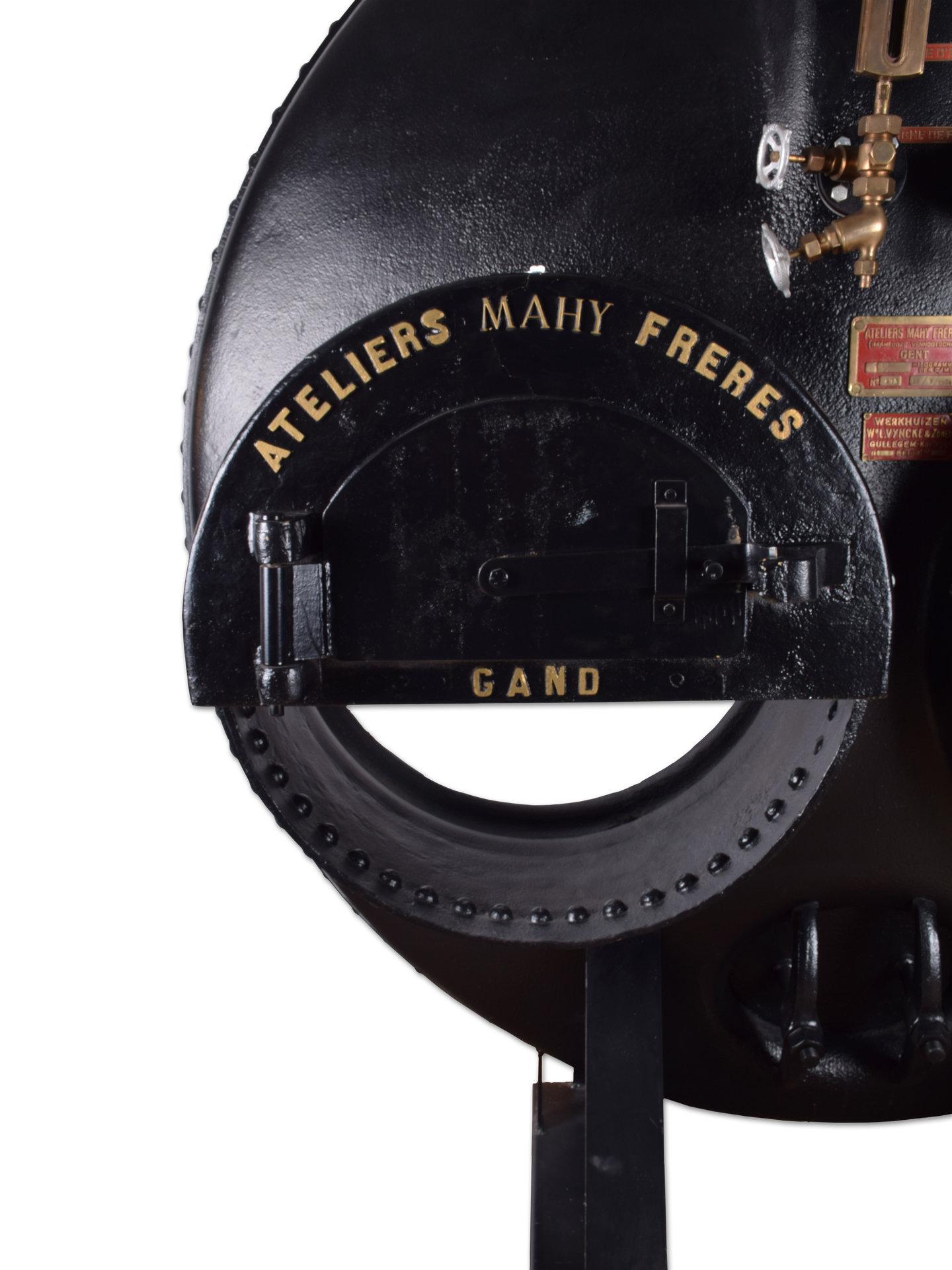 Front van een stoomketel van het merk Mahy
