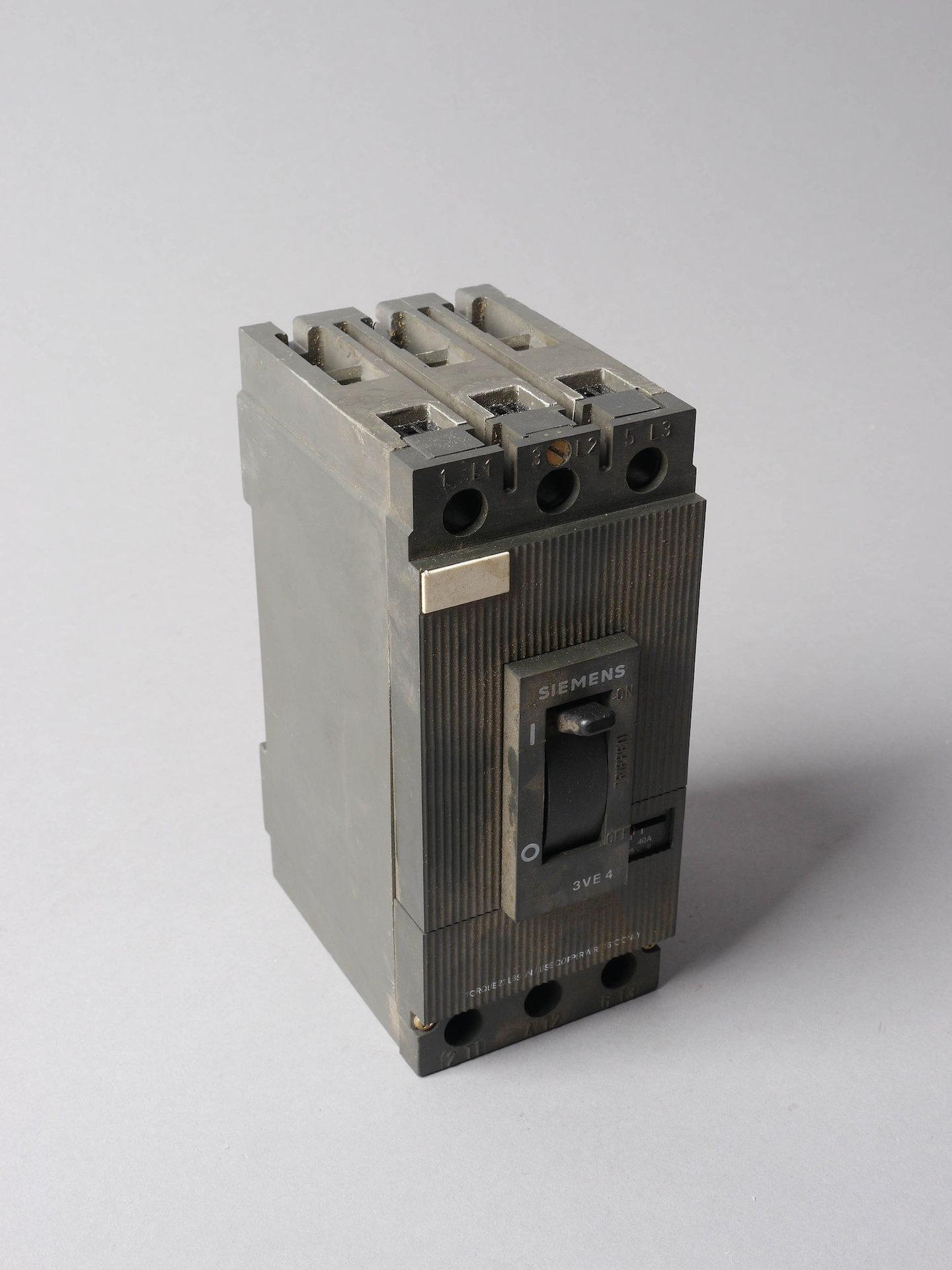 Driepolige installatieautomaat of zekeringautomaat van het merk Siemens