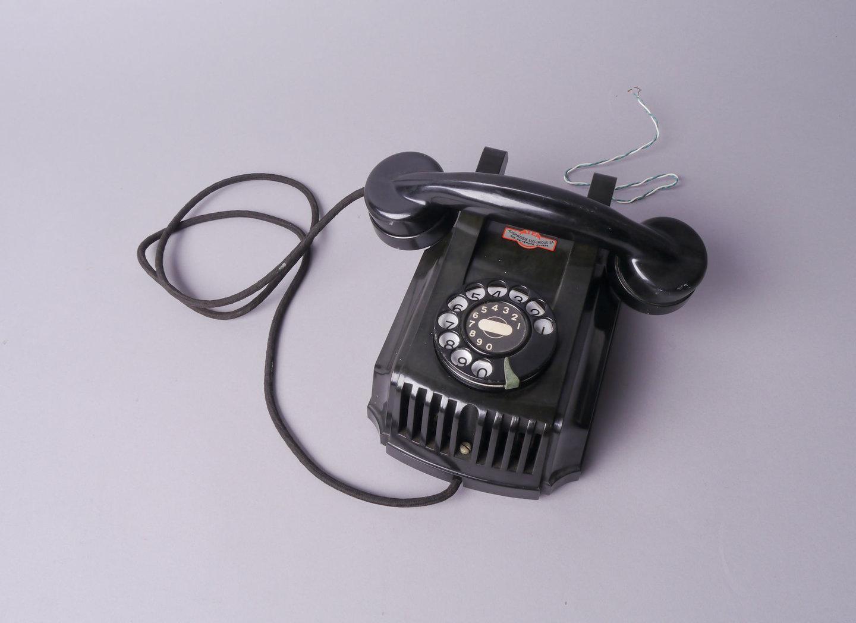Telefoontoestel met kiesschijf van het merk Atea