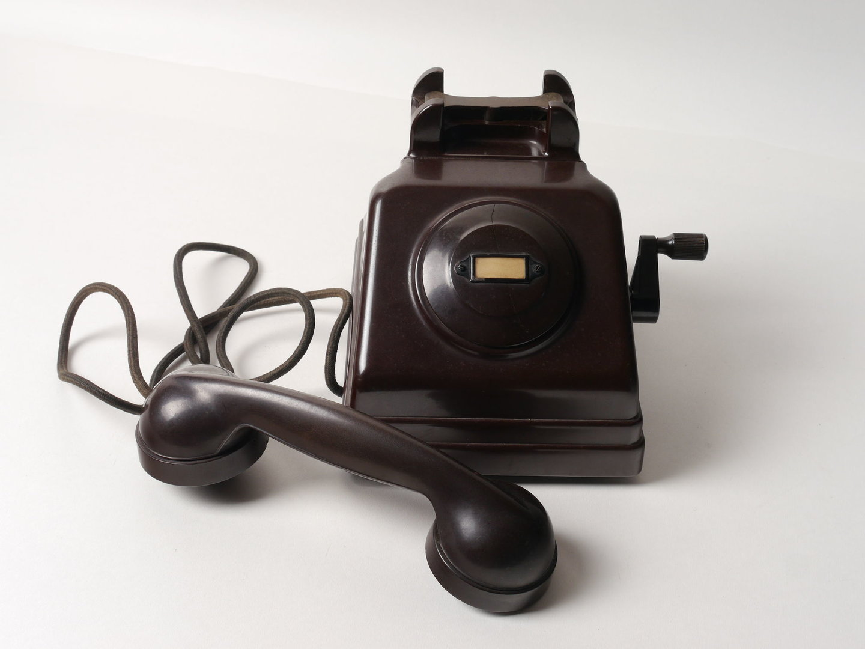 Telefoontoestel met handgenerator