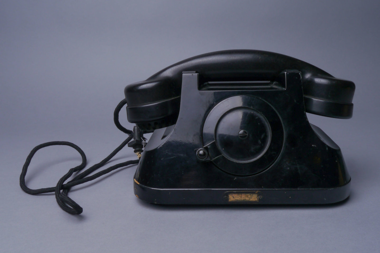 Telefoontoestel met handgenerator van het merk Atea