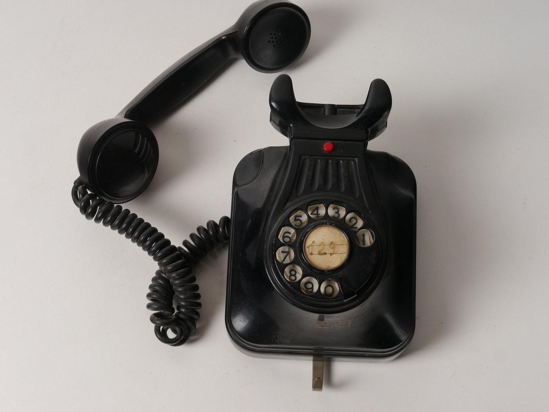 Telefoontoestel met kiesschijf van het merk Telephone Company