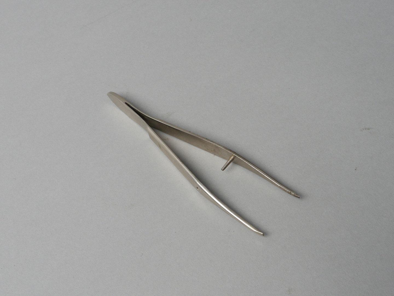 Pincet gebruikt in drukkerijen om correcties uit te voeren in het zetsel