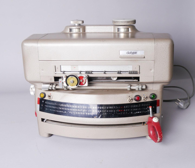 Fotozetmachine Diatype van het merk Berthold