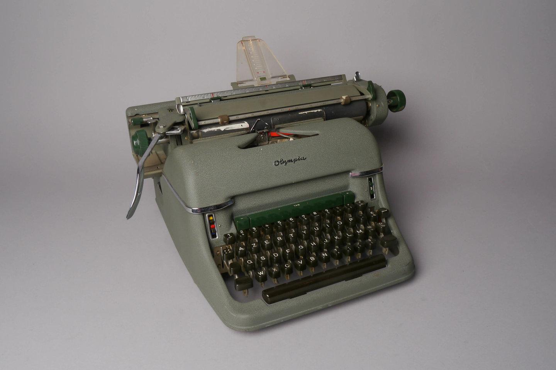 Mechanische schrijfmachine van het merk Olympia