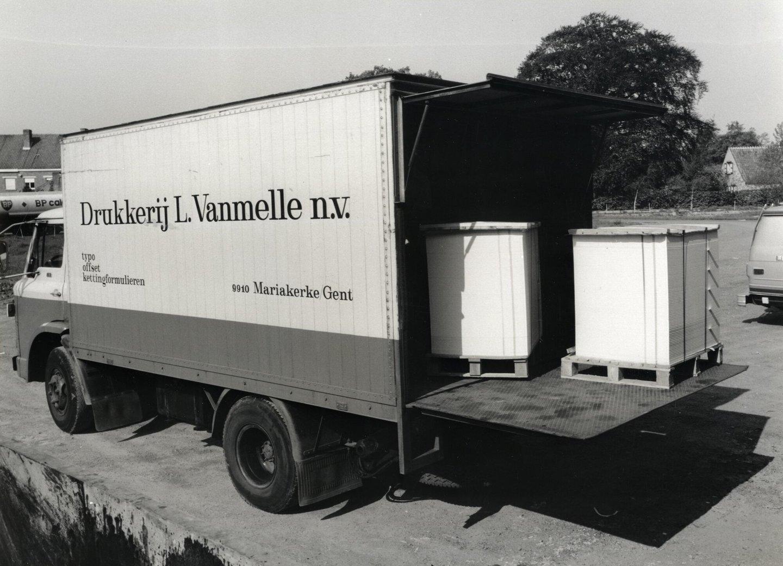 De vrachtwagen van drukkerij Van Melle te Mariakerke
