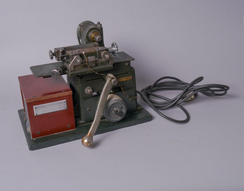 Regelzaagmachine van het merk Linotype