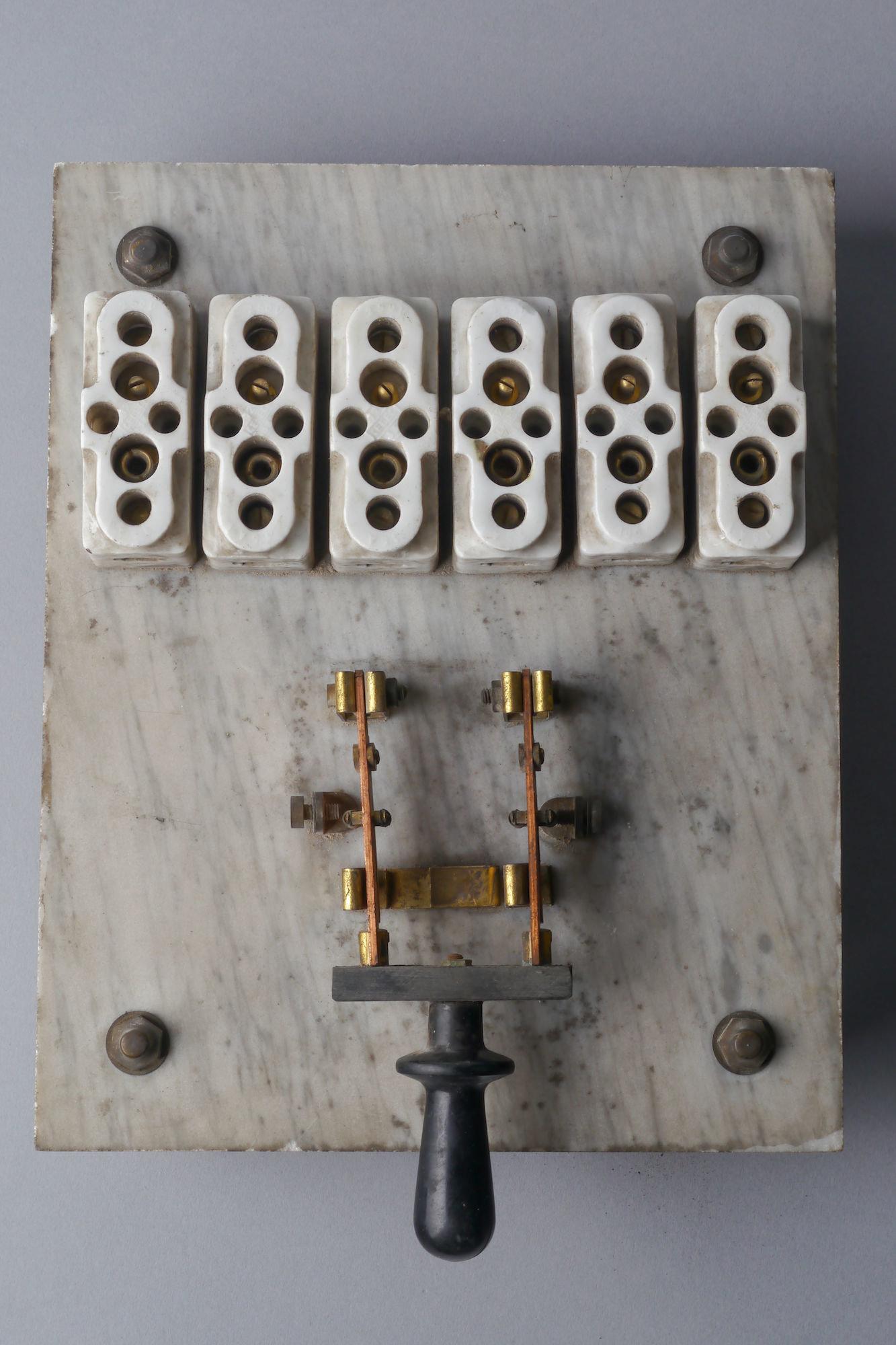 Beperkt bedieningspaneel voor elektrische installatie