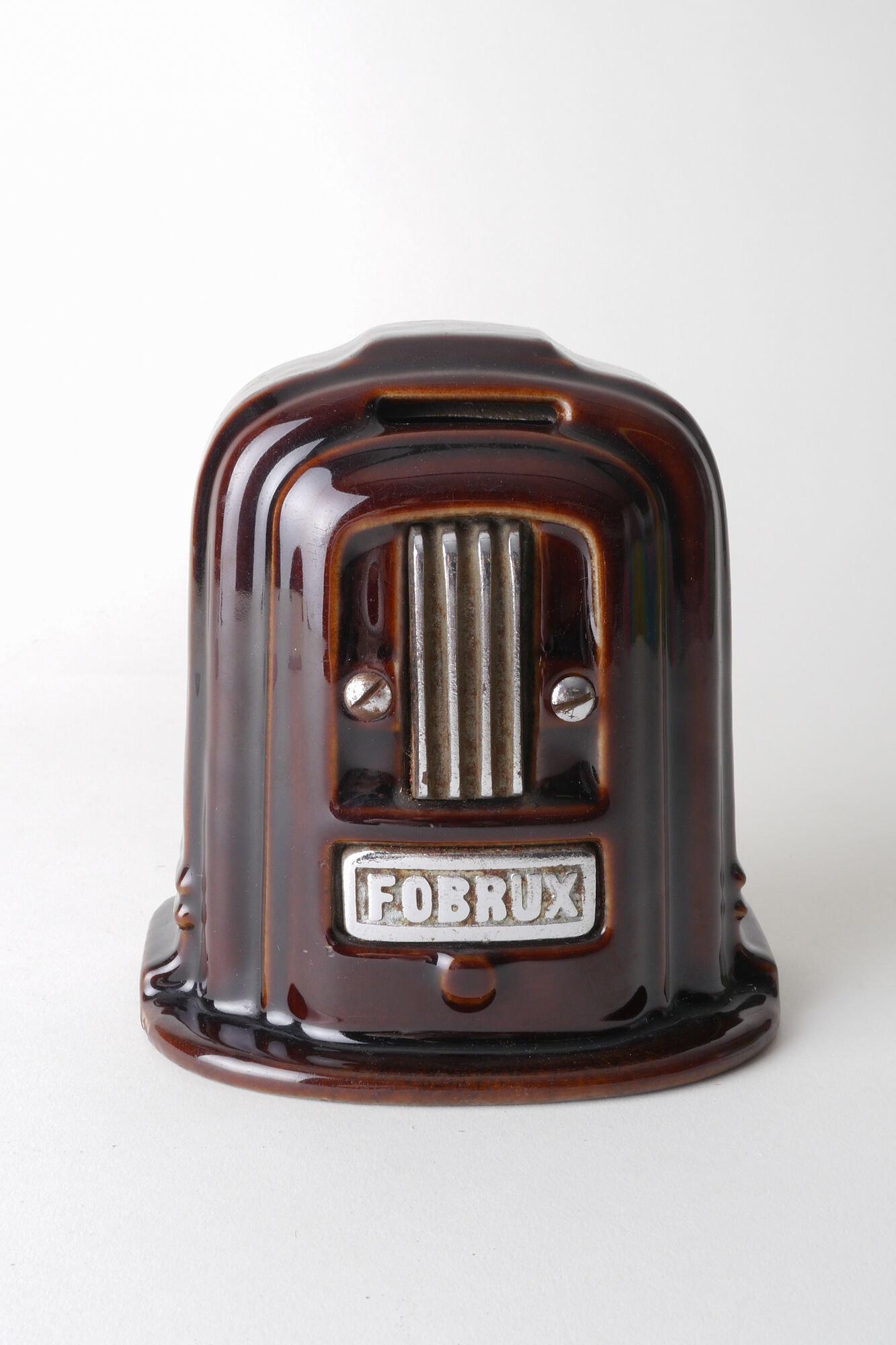 Geëmailleerde spaarpot in de vorm van een kachel van het merk Fobrux