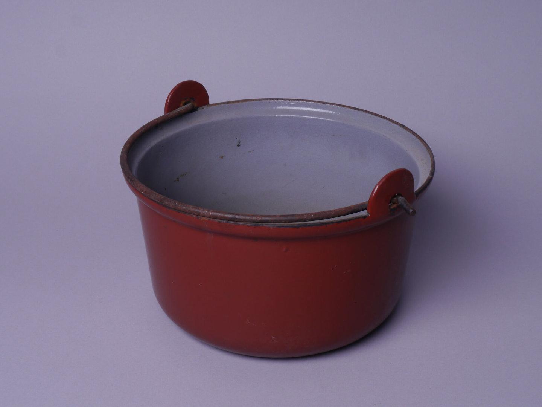 Geëmailleerde kookpot met handvat