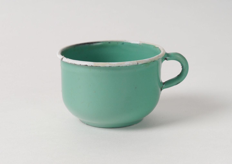 Geëmailleerde koffiekop