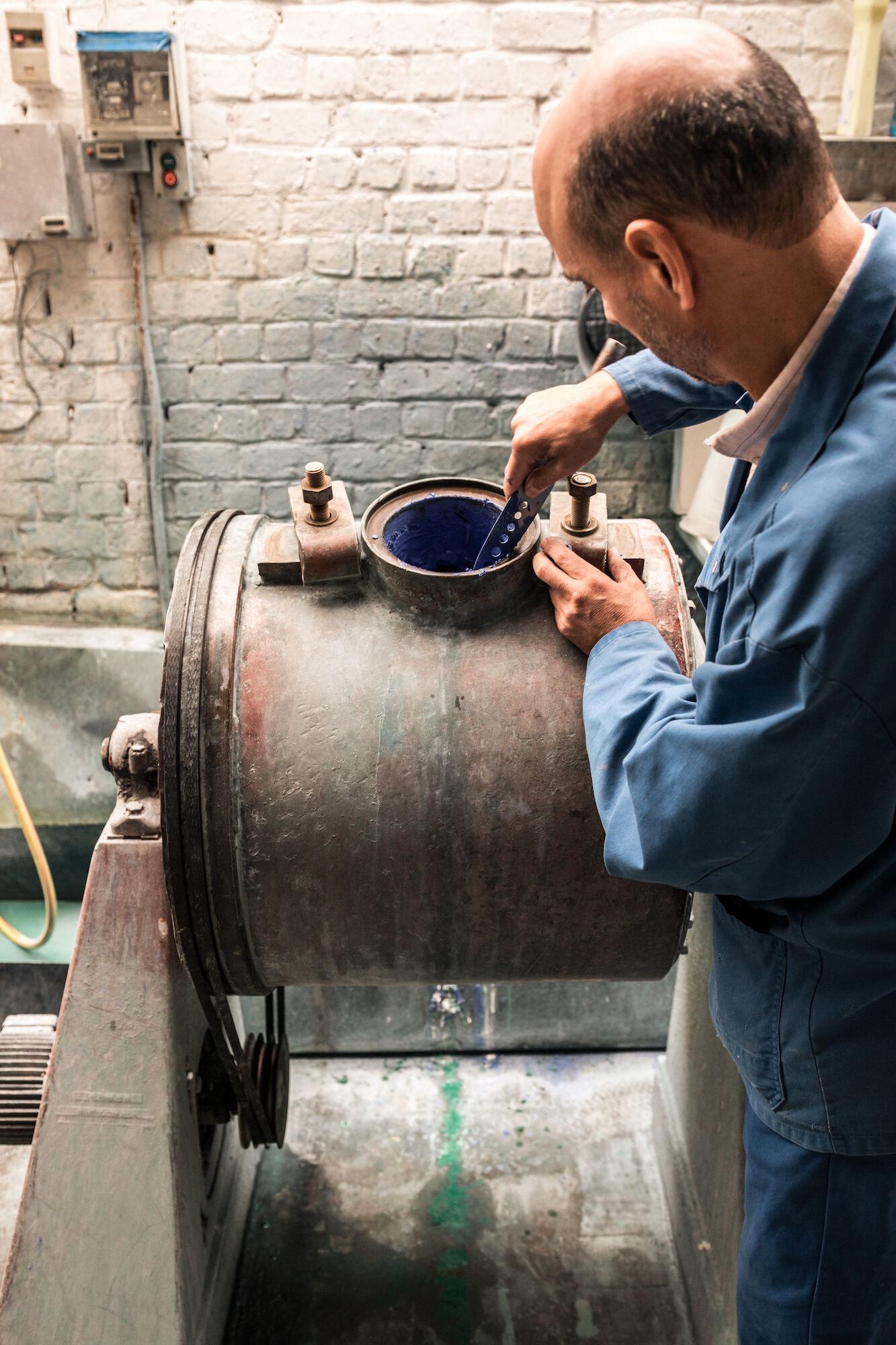 Kogelmolen in het atelier van Emaillerie Belge