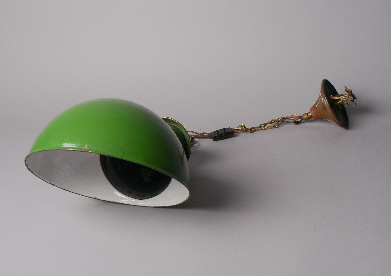Geëmailleerde hanglamp met bolvormige lampenkap