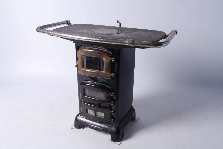 Kolenkachel met kookplaat zonder merk
