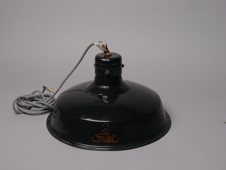 Geëmailleerde ronde lampenkap van het merk Reluma