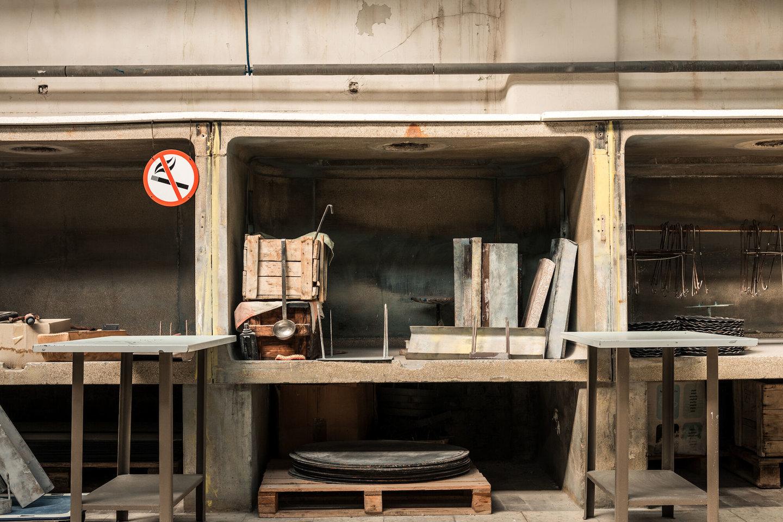 Spuitafdeling in het atelier van Emaillerie Belge