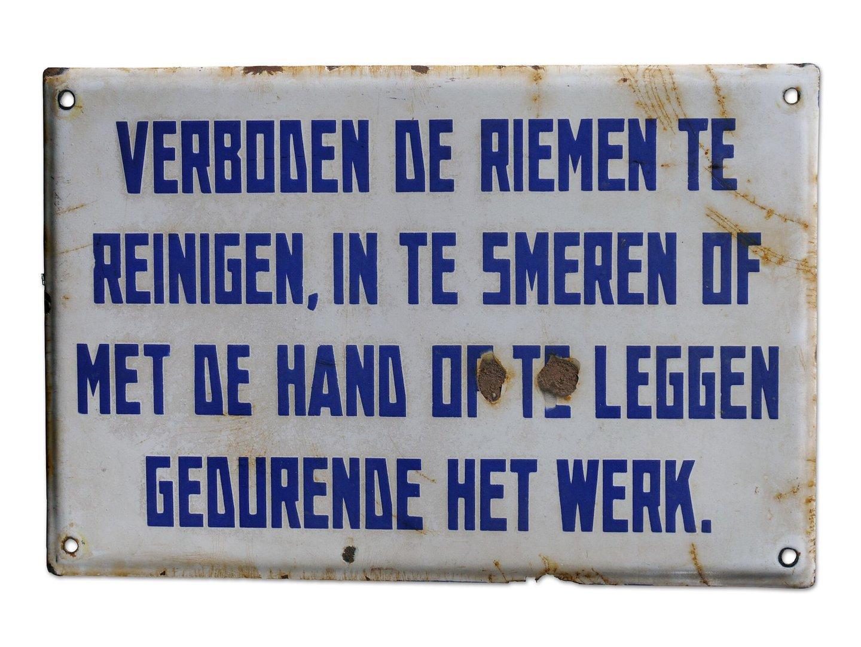 Geëmailleerd signalisatiebord met veiligheidsvoorschrift