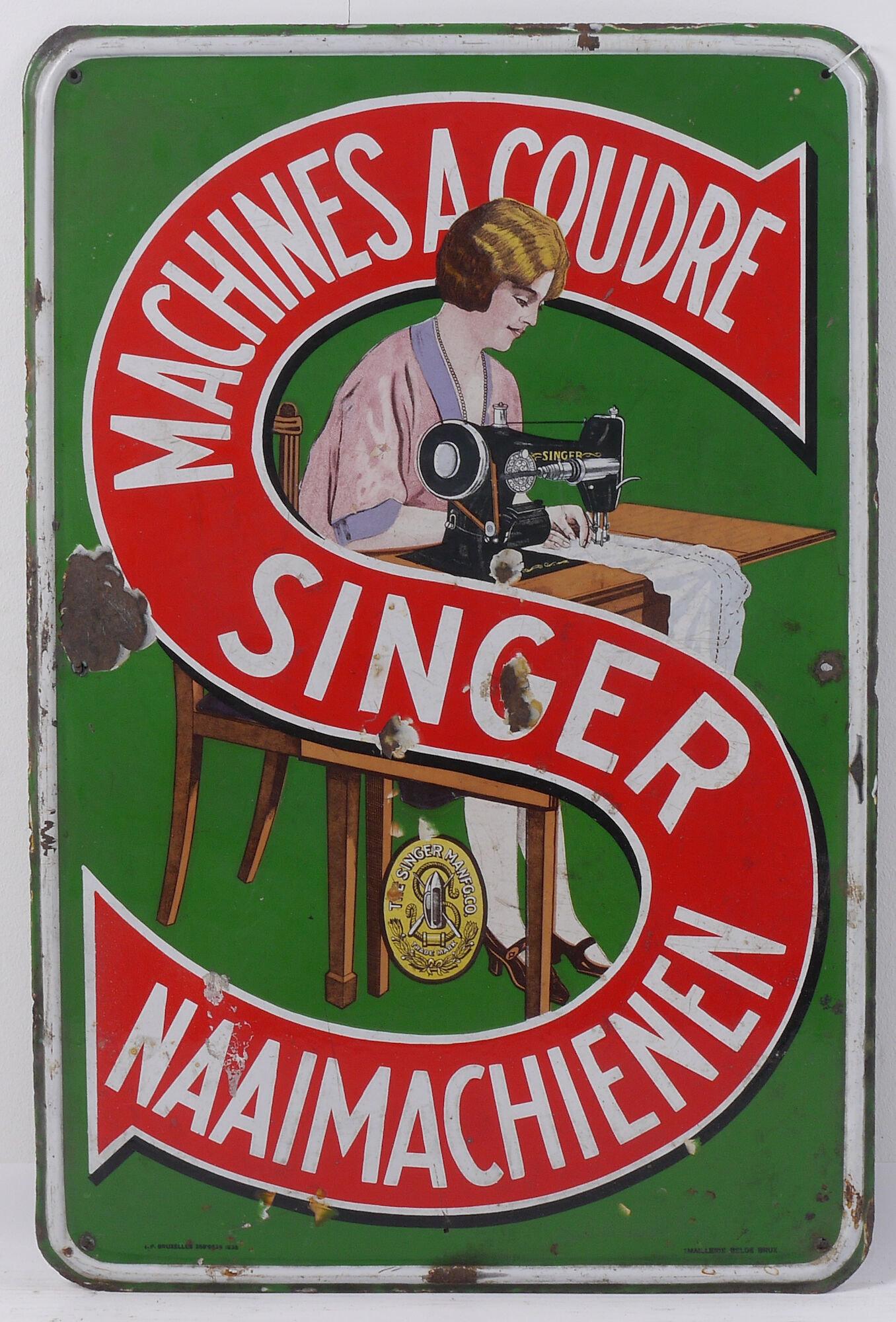 Geëmailleerd reclamebord voor naaimachines van het merk Singer