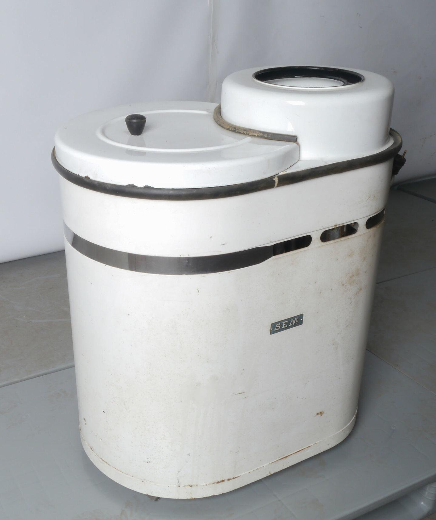 Elektrische wasmachine van het merk SEM