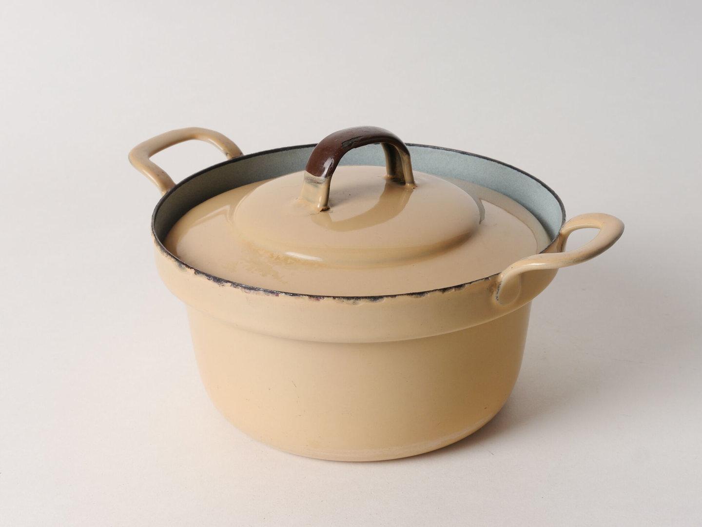 Geëmailleerde kookpot met deksel