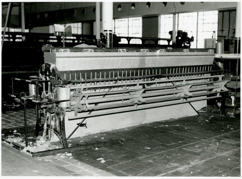 Fabriekszaal met Haspelmachines in UCO Desmet-Guequier