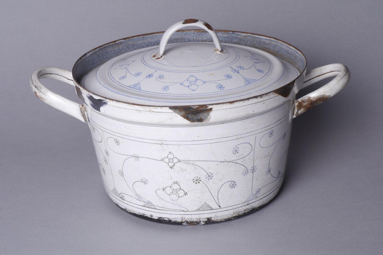 Geëmailleerde kookpot met deksel versierd met Kopenhaags motief
