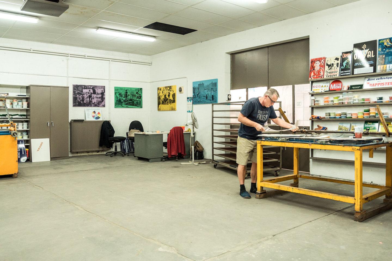 Ontwerptafel in het atelier van Emaillerie Belge