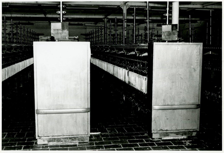 Binnenzicht fabriekszaal met spincontinu's in UCO Desmet-Guequier