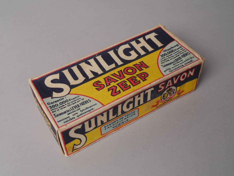 Doos met huishoudzeep van het merk Sunlight