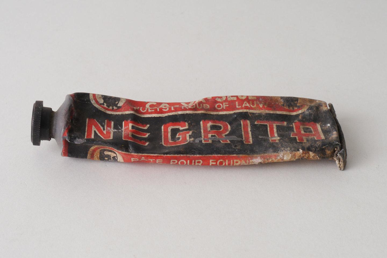 Knijptube met kachelpasta van het merk Negrita