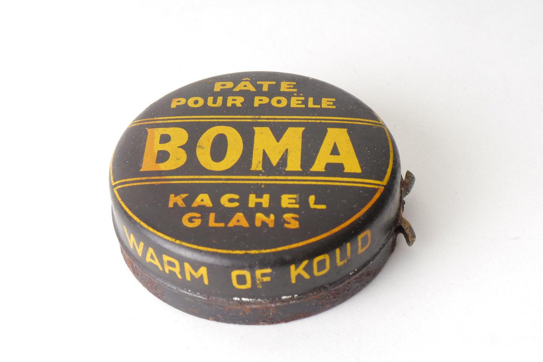 Blik met kachelpasta van het merk Boma