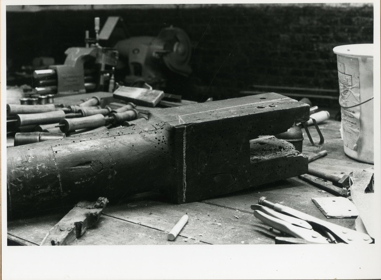 Reeks foto's over de restauratie van houten ovale twijnmolen