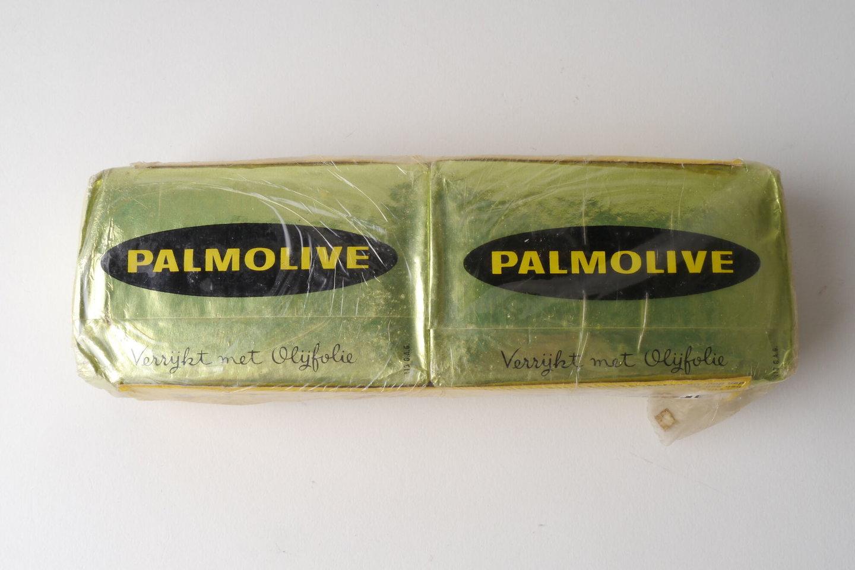 Twee stukken toiletzeep van het merk Palmolive