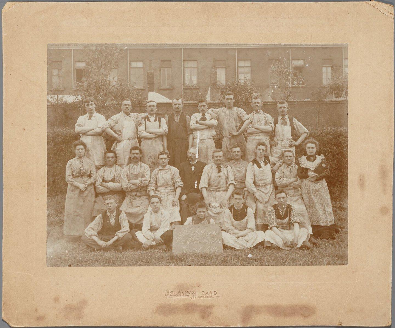 Groepsfoto personeel blikslagerij Tessens in Gent