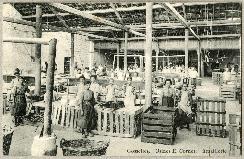 Binnenzicht fabriekshal emaillerie Usines E. Cornet