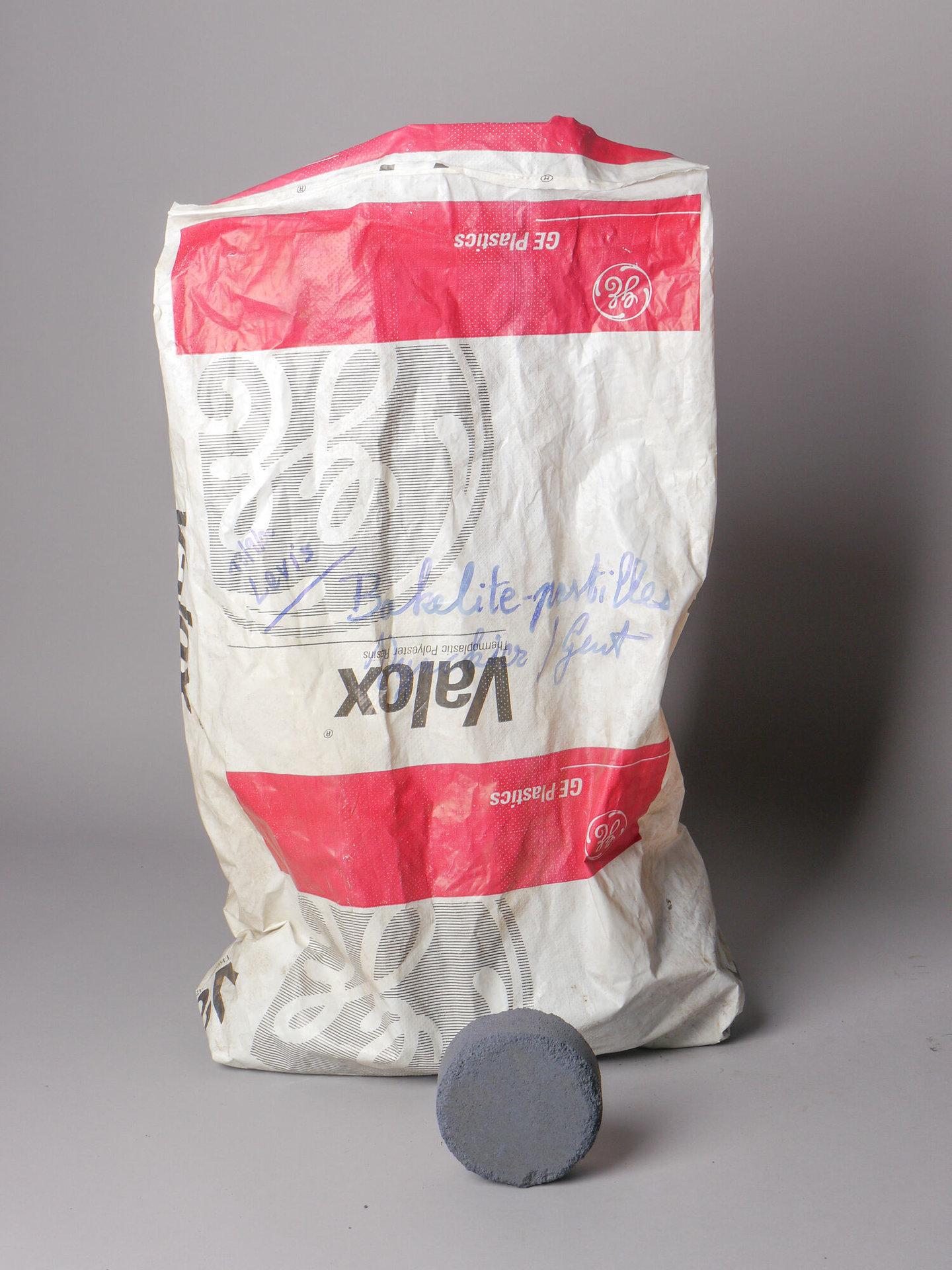 Bakeliettablet van het merk Valox