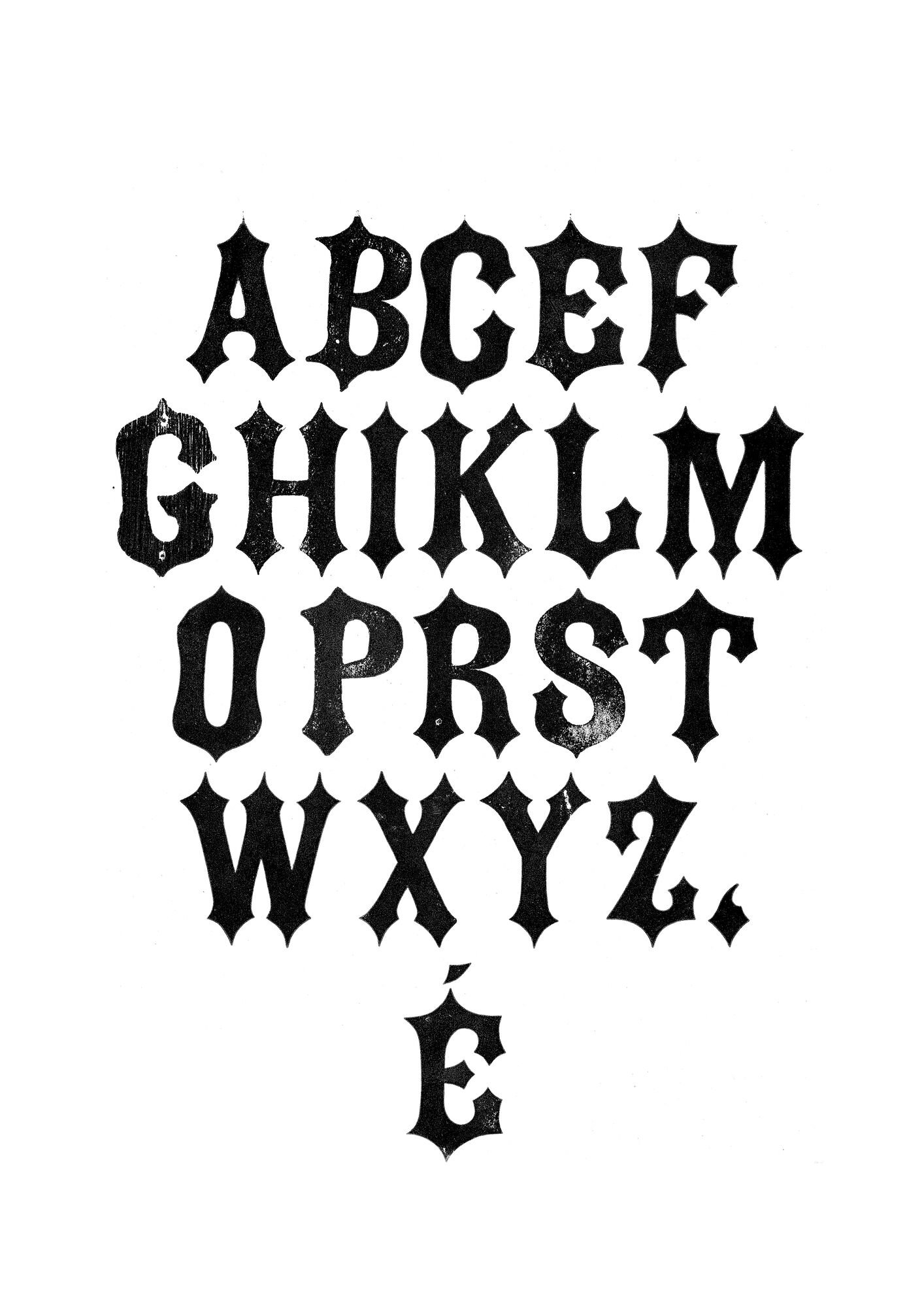Houten drukletters van het type Gothic Tuscan Pointed