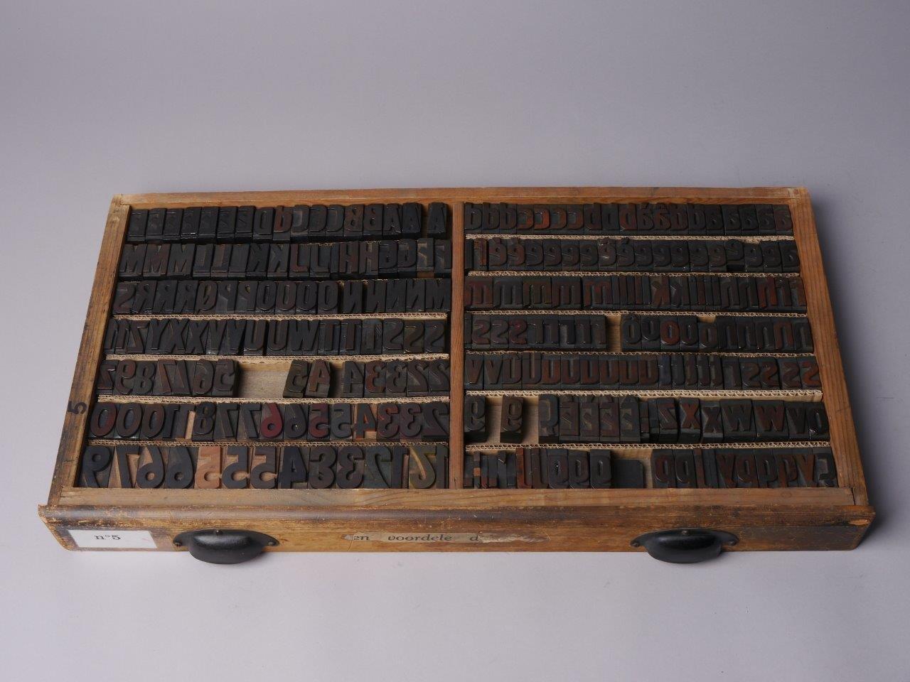 Houten kapitalen drukletters van het type Artistic